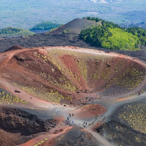 Vista dall'alto dei crateri Silvestri