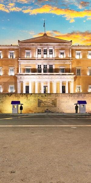 Il palazzo del parlamento Greco visto da piazza Syntagma
